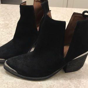 Western style black suede very cute